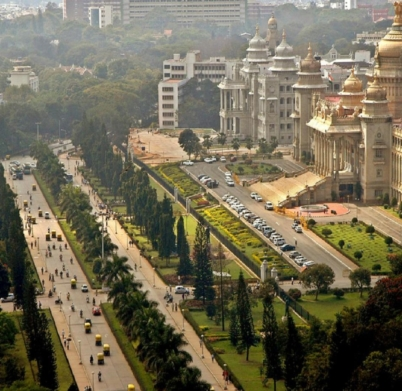 bangalore1-reuters-traffic-moves-along-a-road-in-the-southern-indian-city-of-bangalore-december-14-2005-1